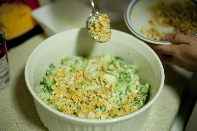 Sprinkle Ritz cracker mixture over broccoli casserole